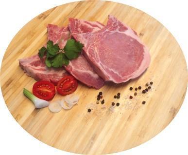 Lange Koteletts mit Knochen geschnitten vom BIO-Schwein
